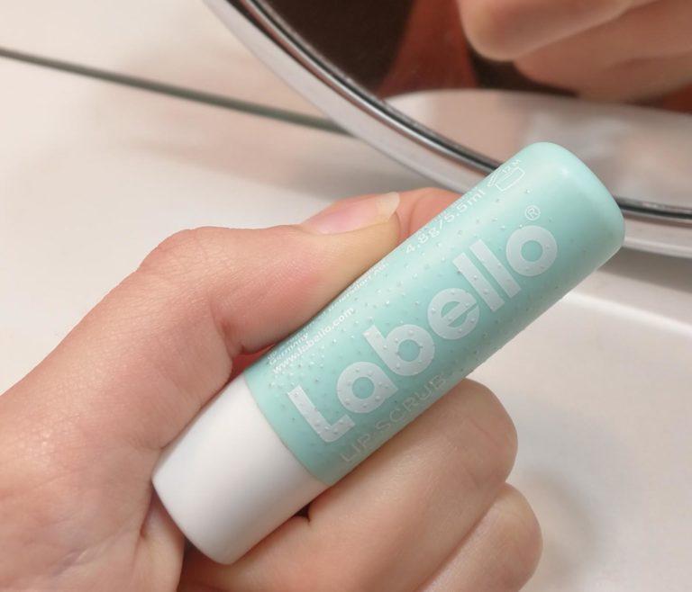 Labello caring scrub recenzija: Labello piling za usne
